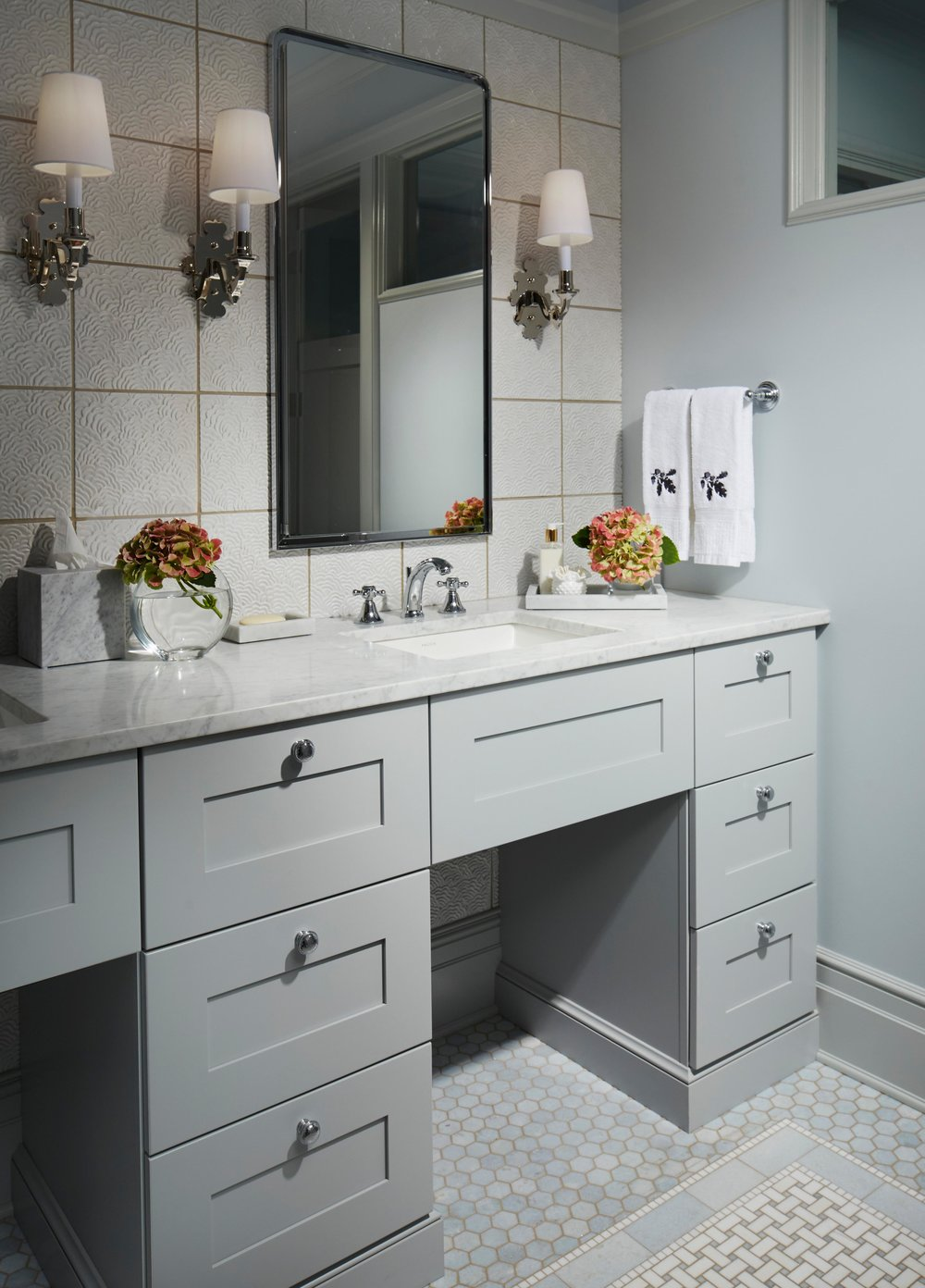 Classic bathroom with light gray vanity. Come see more interior design inspiration from Elizabeth Drake. Photo by Werner Straube. #interiordesign #classicdesign #traditionaldecor #housetour #elizabethdrake