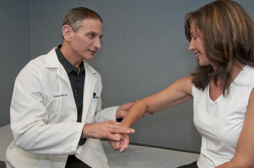 physician-diagnosis-tennis-elbow.jpg