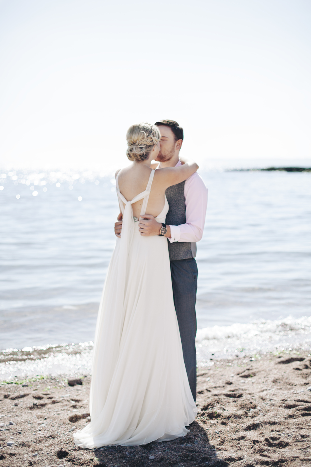 emmabarrow_beachbridal019.jpg