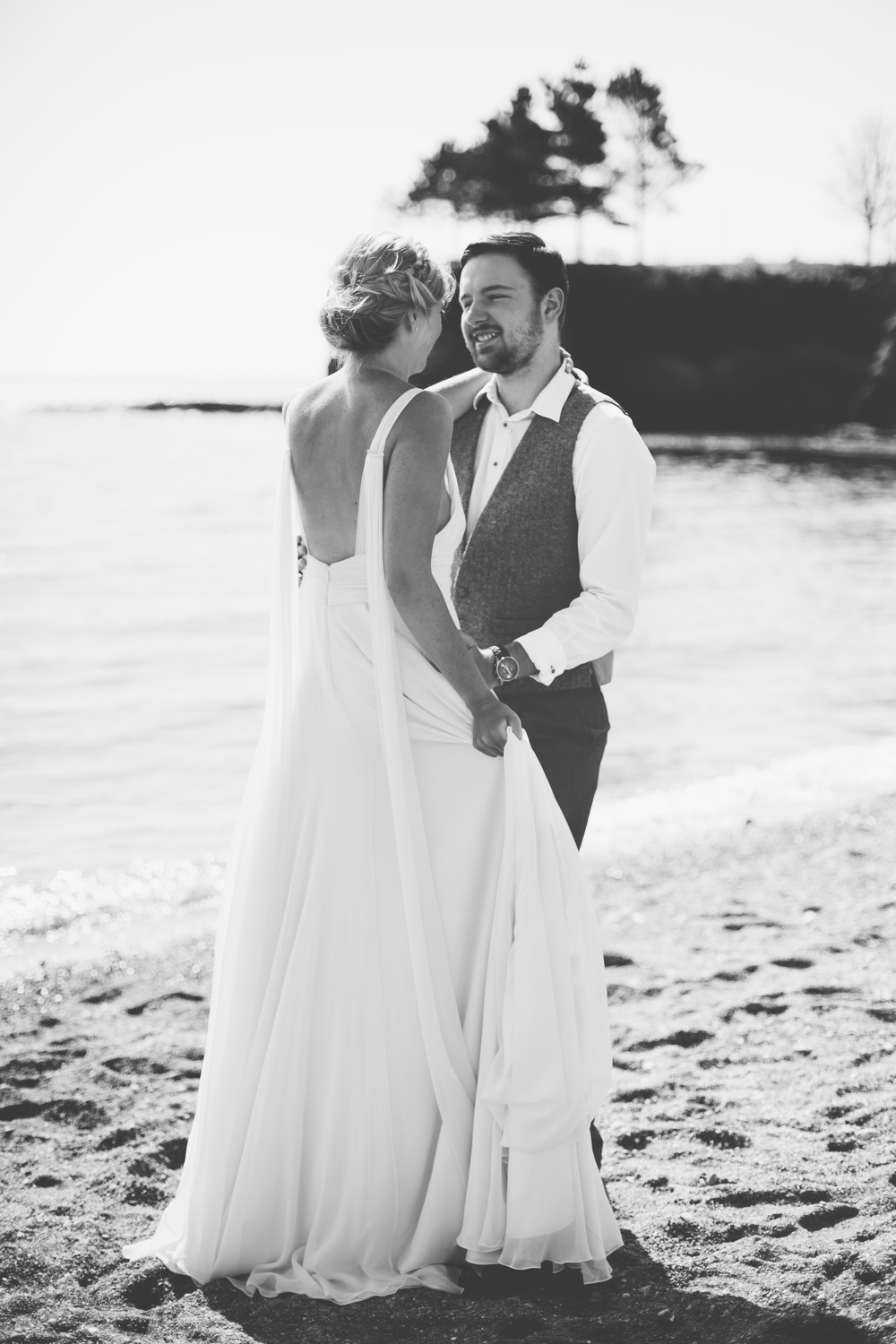 emmabarrow_beachbridal025.jpg