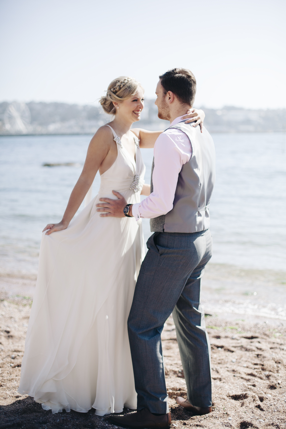 emmabarrow_beachbridal026.jpg