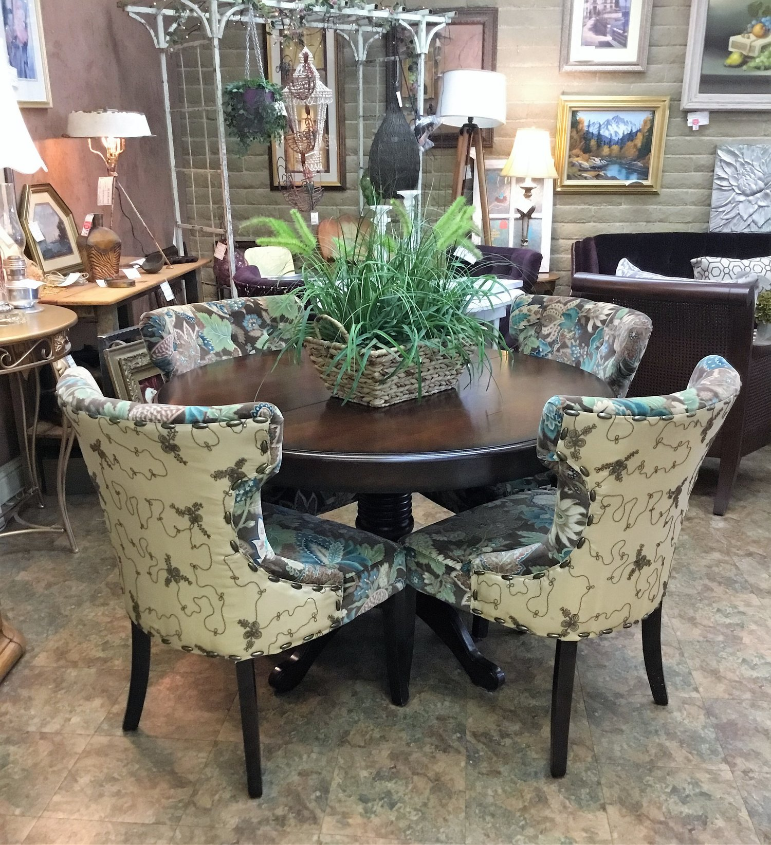Round dining table w 4 pier 1 chairs leaf finders keepers