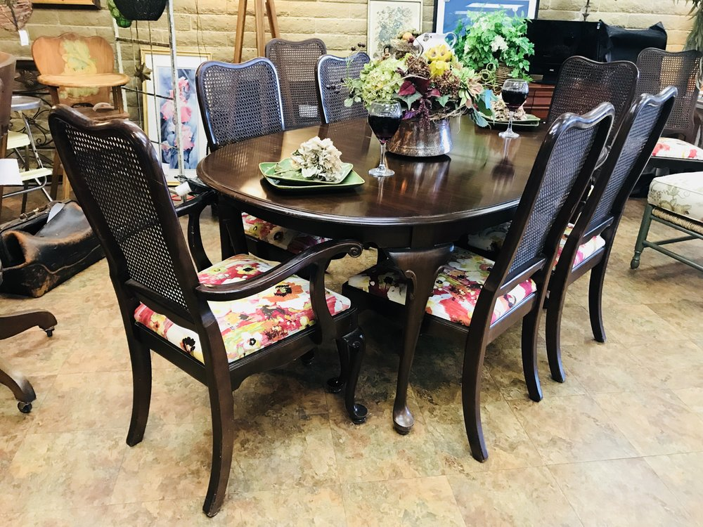 Ethan Allen Dining Set W/ 8 Chairs And 2 Leaves