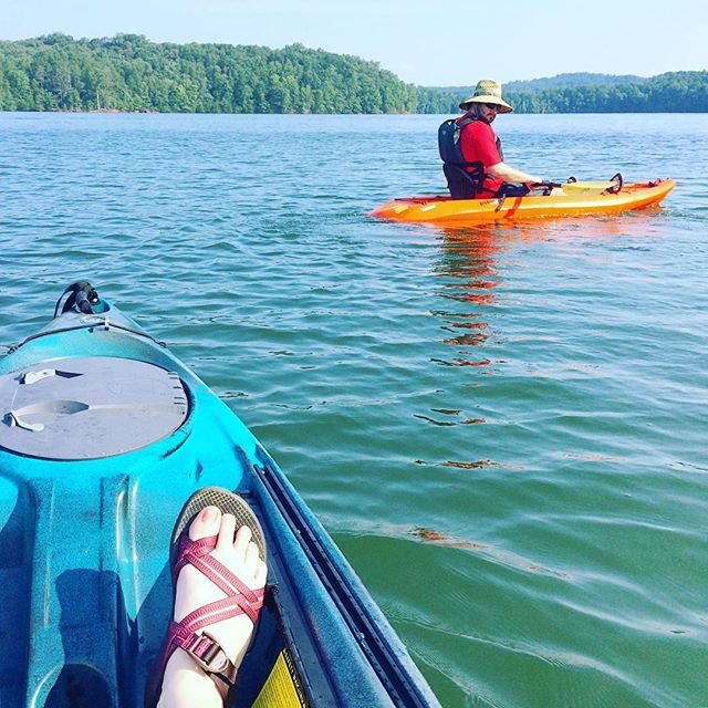Sun and water and kayaks are pretty awesome, let's be honest, but the best thing about this photo is my husband's $2 Huck Finn straw hat. 💯😂 Happy 4th!  @wynnlakewizard #lakelanier #lakehouse #kayaking #4thofjuly #summertime ☀️🚣🏼‍♂️