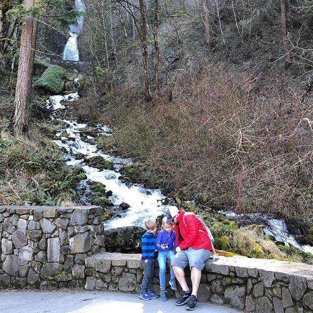 Tanner practices his dad skills whilst taking in some epic waterfalls. ❤️ #portland #columbiarivergorge #wahkeenafalls #babymoon