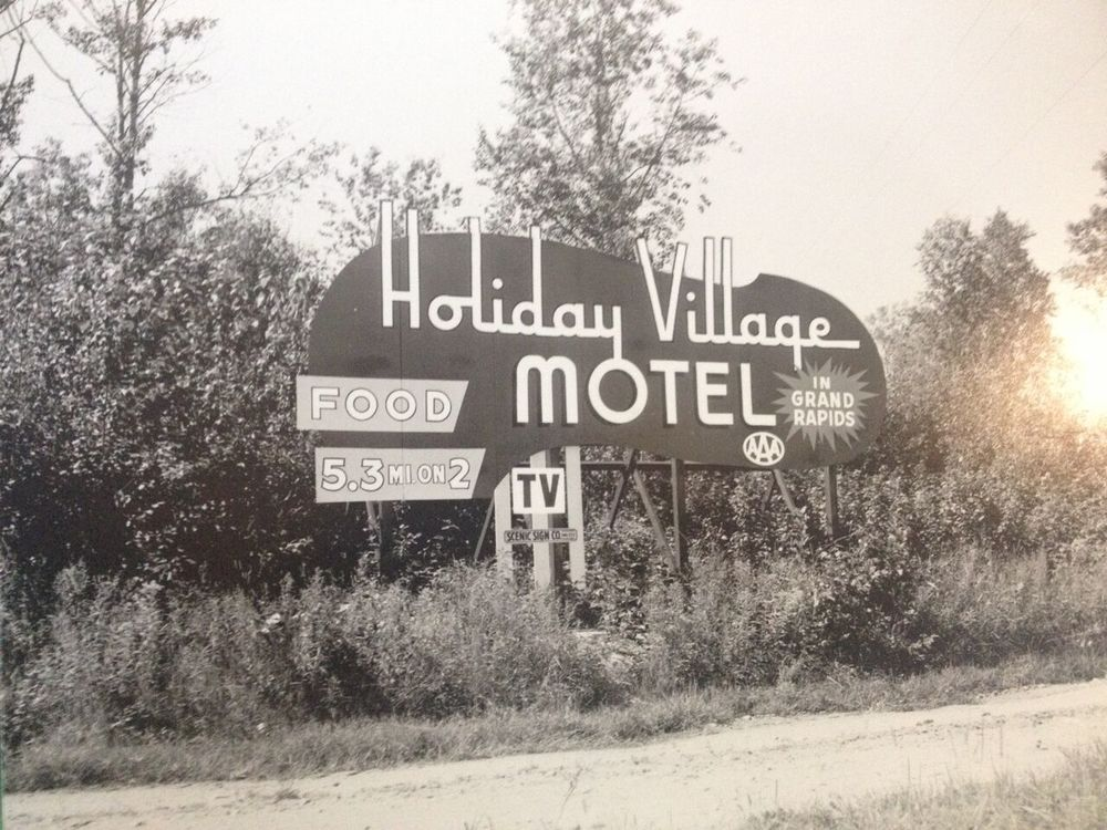 Holiday_Village_Motel