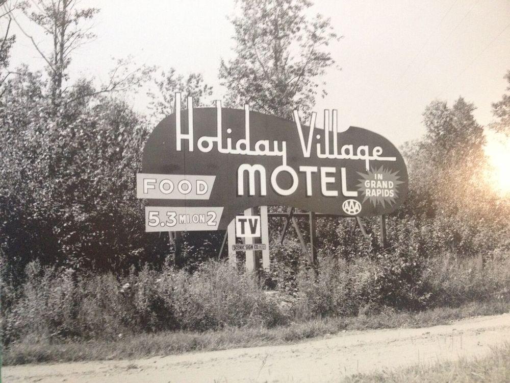 Holiday_Village_Motel