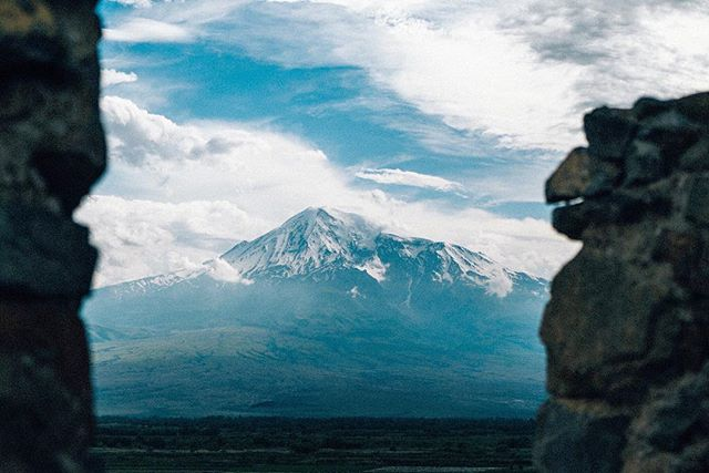 I spent some time around Mount Ararat today. Many people believe this is where Noah's ark sits. The clouds around the mountain started clearing when I arrived. It's located in Turkey but the view from Armenia is the best 🇦🇲 . . . . . . . #travel #armenia #adventure #nature #explore #lifeofadventure #exploreeverything #liveauthentic #getoutside #thegreatoutdoors #landscape #globetrotter #livelife #hiking #tourtheplanet #optoutside #travelingourplanet #exploringtheglobe #createexplore #sony #welivetoexplore #exploretocreate #exploremore #mountain #mountains #ararat #turkey #turkish #turkishairlines