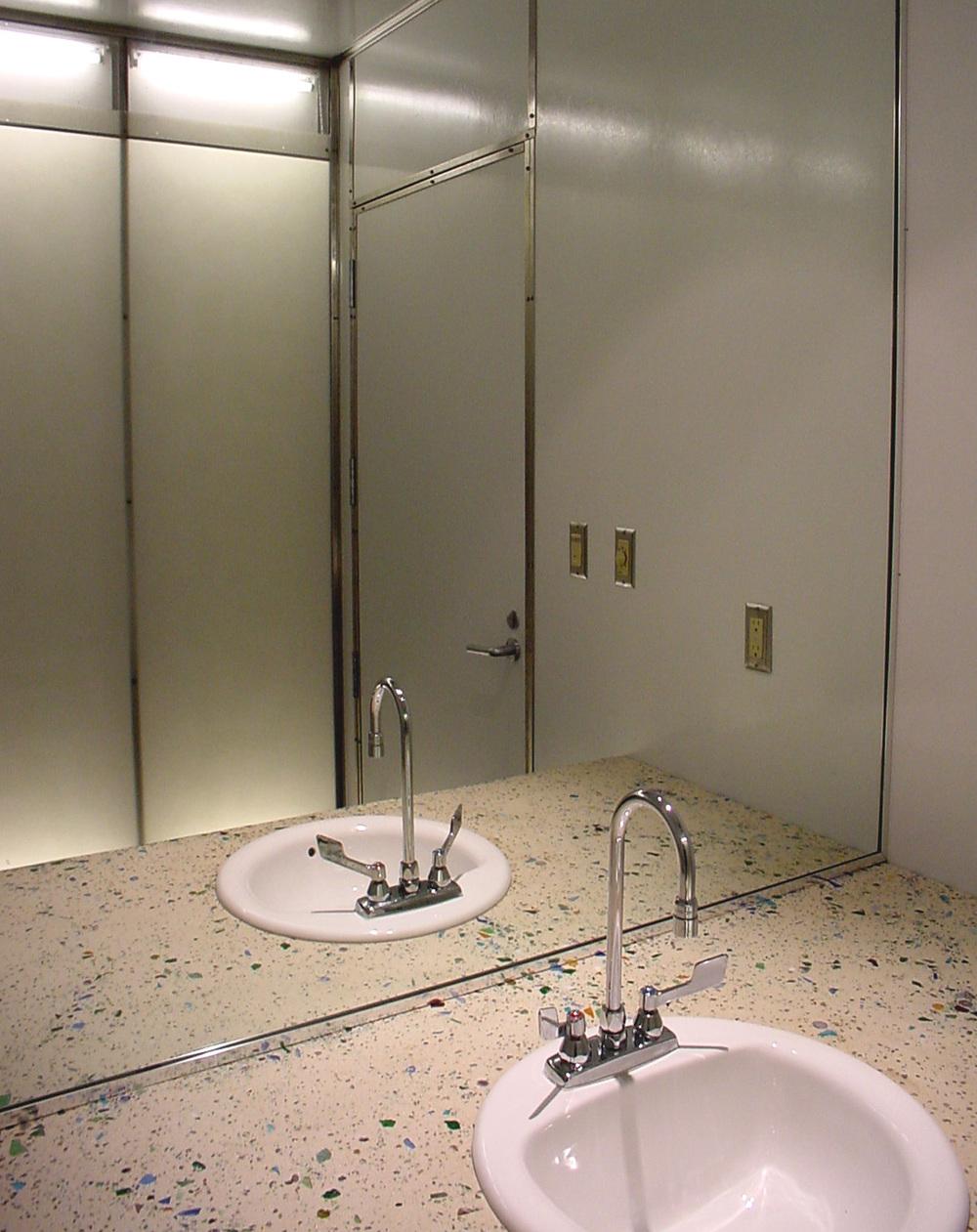 6_bathroom.jpg
