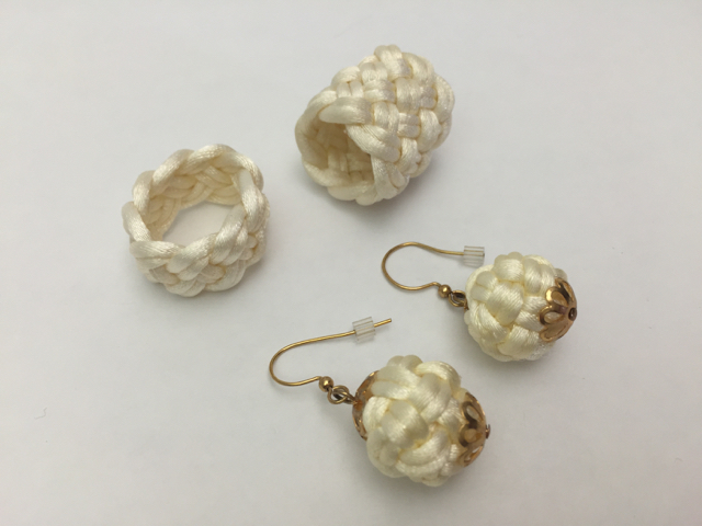Rings and earrings in ivory satin cord.
