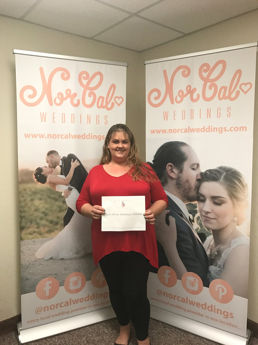 Congratulations to Jesica Thurmond and Troy Titus for being the winners of the Kara Hoffman Photography Certificate!  Jesica and Troy are planning to get married July 28, 2018 and we are so excited for them!