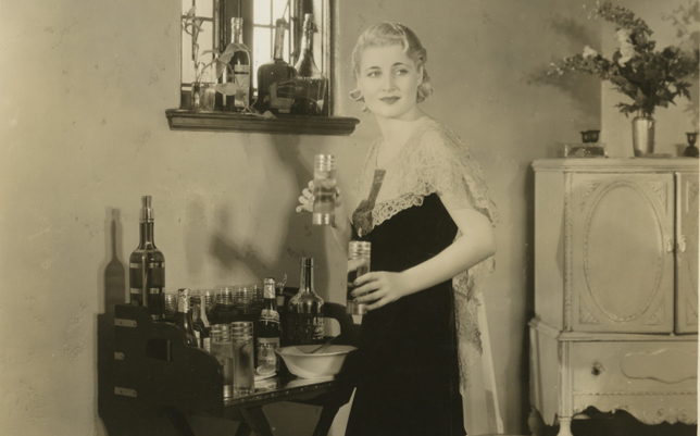 1930S-PROHIBITION-ERA-HOLLYWOOD-STARLET-WITH-COCKTAIL-SET-PHOTOGRAPH-FLAPPER