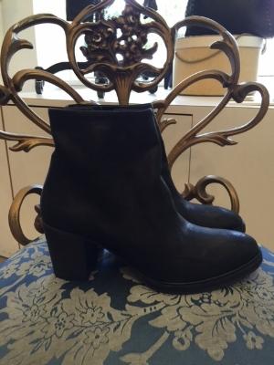 blanc blog boots black.JPG