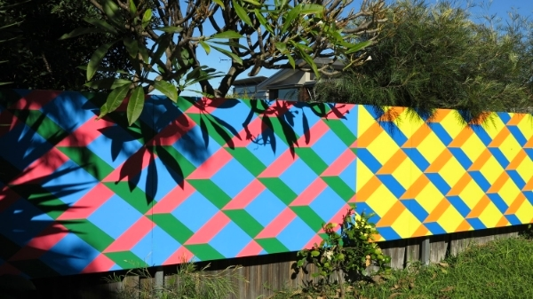 Boundry Street House / Painted support sheet mounted to fence / 6.1 m x 1.3 m