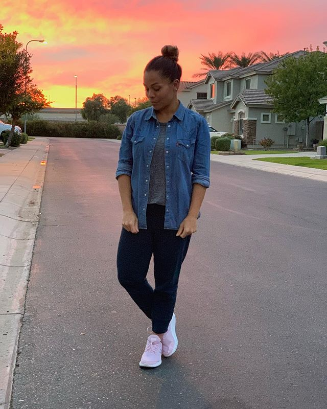 I just love the sunrises and sunsets that we have here in Arizona. I feel like there's a magic here that's with us everyday! 🌄 I feel like since moving here almost 17years ago I've appreciated the outdoors a whole lot more. . . #lifestyleblogger #phoenixblogger #affordablefashion #effortlessstyle #fashion #beauty #lookbook #fashionbeautyblogger #workingmom #style #casual #petitefashion #styleinspiration #momprenuer #momentrepenuer #beautyblogger #fashionblogger #girlboss #gilbertblogger #chandlerblogger #momblogger #bossbabe #styleblogger #casualoutfit #basics #momwear #momfashion #momwithstyle