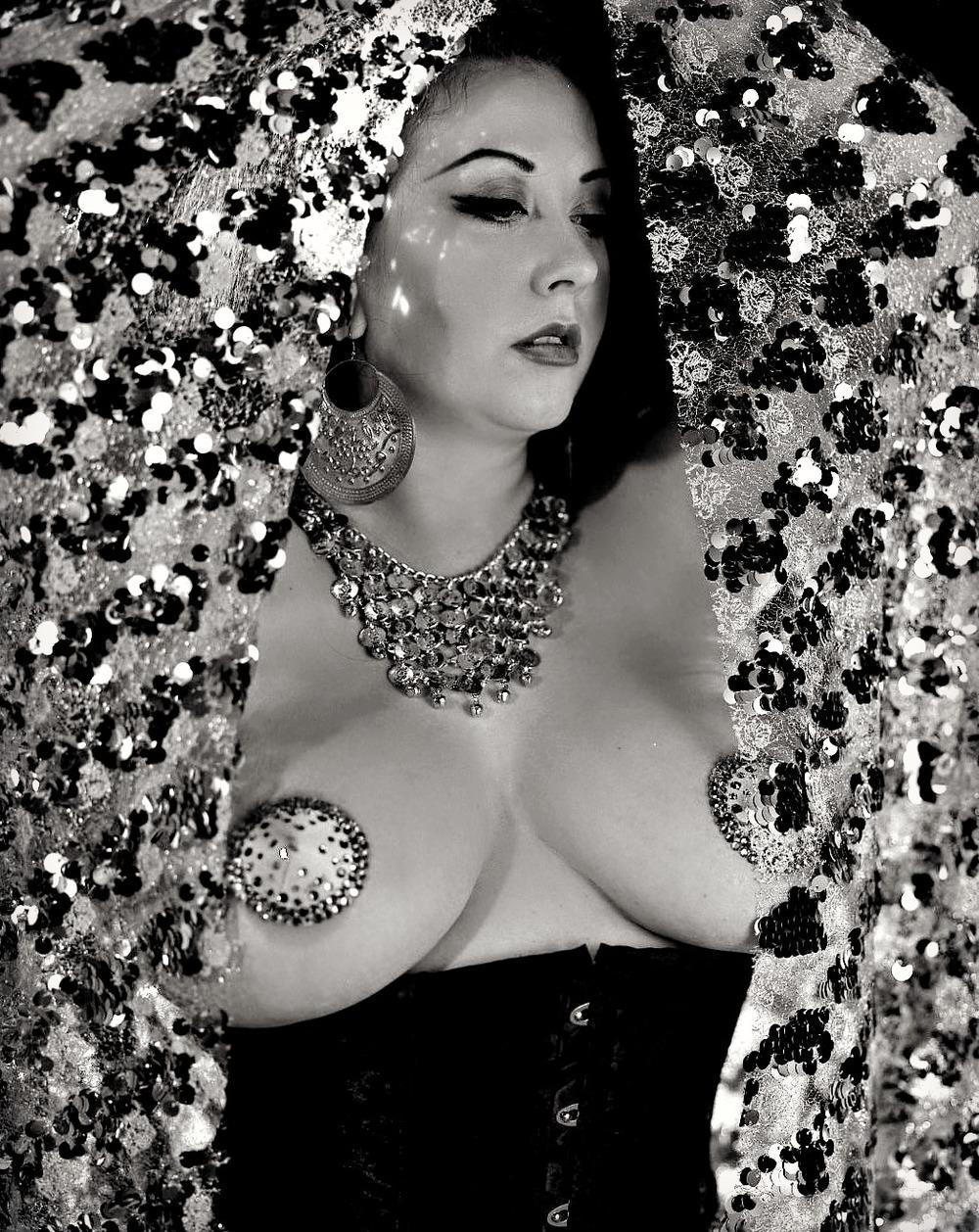 Burlesque_Violet1.jpg