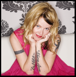 Here's the first meditation I taught on the podcast with legit rock star Kay Hanley of Letters to Cleo. She's the coolest!!! Listen & meditate  a few minutes with us .