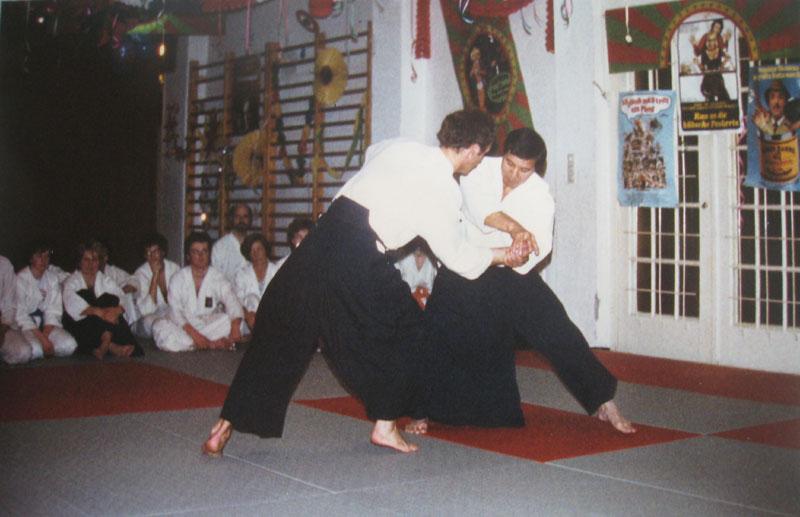 Shimizu Sensei bei seinem ersten Lehrgang 1981 in der alten Halle des TSV Großhadern.