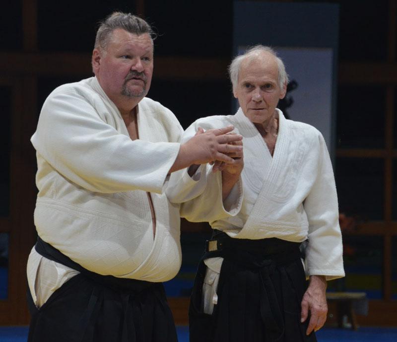 Trainer tranieren mit Trainern! Robert Hundshammer mit Aikido-Trainer Günter Karger vopm TSV Großhadern. Foto: Bodo-Klaus Eidmann
