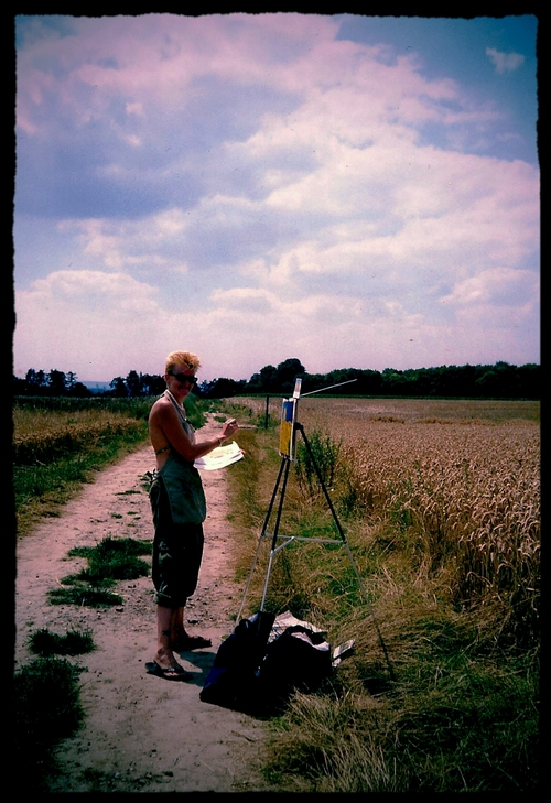 Suzarita painting in Van Gogh's Wheatfields. © 2000 Suzarita, Photo by Autumn Gunter