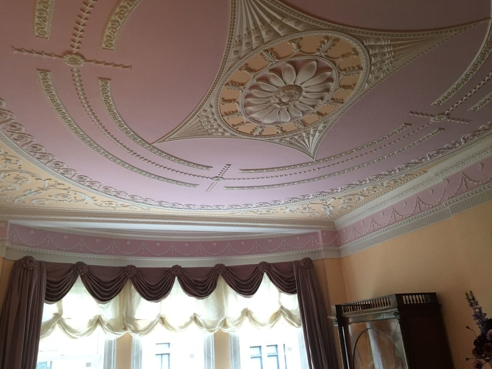 Traditional Adams style ceiling