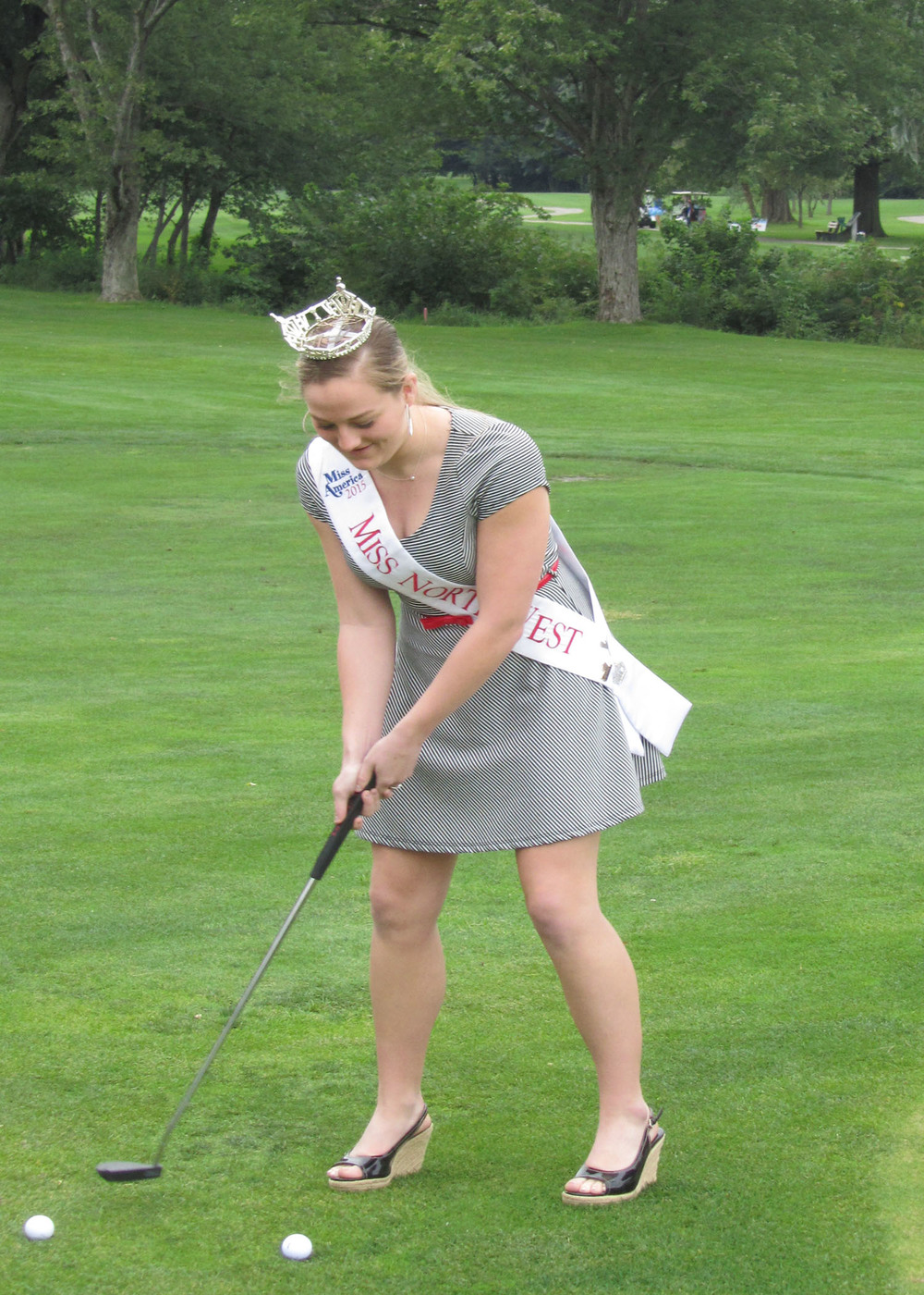 This year we also had the pleasure of having Miss Northwest LaRissa McKean help some of the golfers out with their putting!