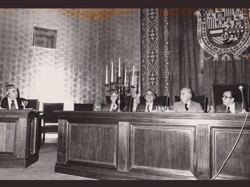Madrid, España. (21 de Abril, 1978)   El Ministro de Asuntos Exteriores de Guatemala, Adolfo Molina Orantes, durante la conferencia que pronunció ayer por la tarde en la Escuela Diplomática