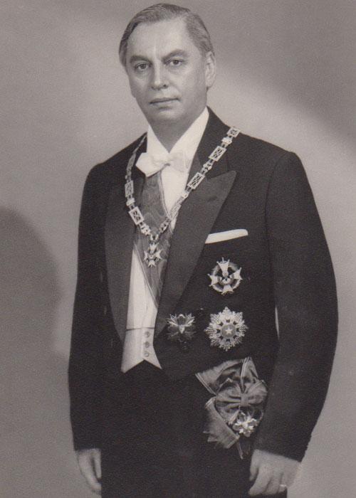 Dr. Adolfo Molina Orantes - Distinciones y Condecoraciones