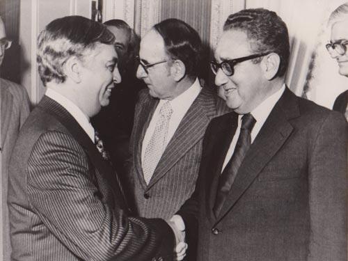 Dr Adolfo Molina Orantes con  Henry Alfred Kissinger , secretario de Estado (E.E.U.U.)