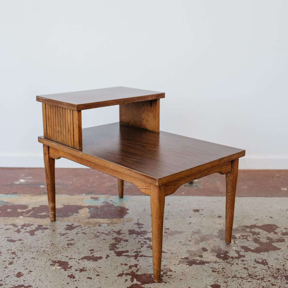 Attirant Mid Century 2 Tiered Side Table