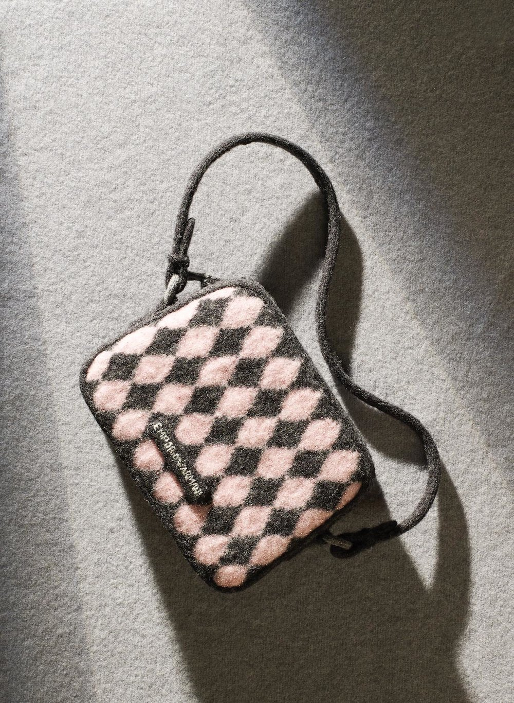 077_Still_Life_Product_Photographer_Dennis_Pedersen_Knitted_Fashion_Handbag_Emporio Armarni_Advertising_Editorial_Creative_.jpg