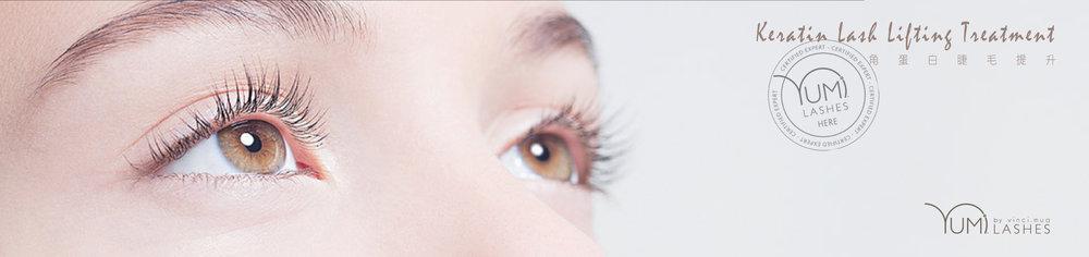 "YUMI™ LASHES 係取得歐盟CE認證的安全產品,成份天然植物萃取,無毒無害成份,絕不含阿摩尼亞,安全零副作用不傷睫毛,並以修護睫毛為前提,利用軟化 → 固定 → 染粗 → 修護方式去創造完美上翹弧度,令睫毛吸收角蛋白養份後生長得更強韌,兼即時有捲曲上翹濃黑效果,做一次平均可以維持8-12個星期(視乎個人新陳代謝)!   响過程中用上有弧度和有大小更多變化可重覆使用的矽膠片來替客人的睫毛上卷度。可依照客人想要的捲曲度和因應客人自己睫毛長度來選擇矽膠片,做出來的效果更自然。再加上矽膠片做的大,可以蓋住眼皮保護眼皮,只要技術到位也比較不容易造成化學性灼傷。   而睫毛捲曲程度亦可依個人喜好而揀選,""自然捲曲"" 及 ""超級捲曲"" 都有得揀!"