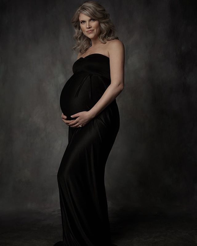 I had the privilege of photographing this beautiful mumma who is expecting her twins next month. @raereimer you are stunning inside and out! #portraitphotographer #winnipegphotographer #portraitstudio #maternityphotography #vantityfair #existinphotos