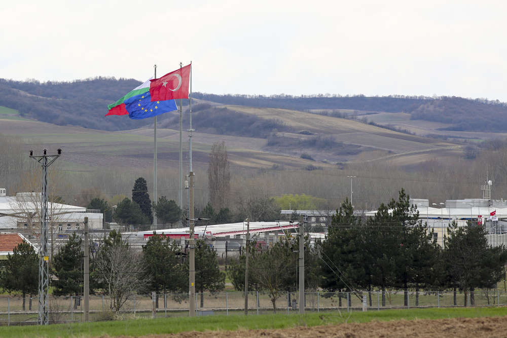 View of the Kapikule and Kapitan Andreevo border checkpoint. To the left is Turkish territory and to the right is Bulgarian.