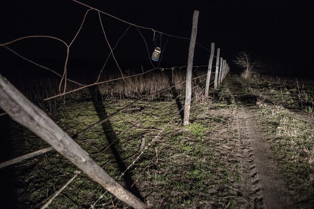 Des traces du passage de migrants à la frontière serbo-hongroise.