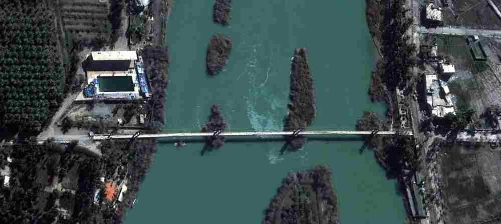 UNOSAT_Deir ez Zor_SY_Suspended_Bridge_Pre_WV02_20130213.jpg