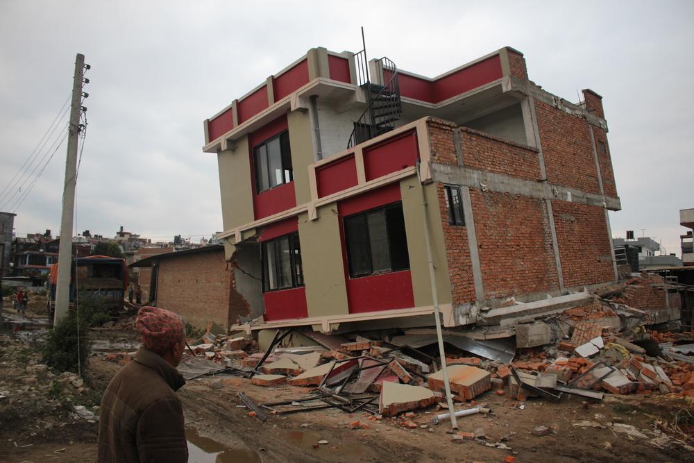 منزل مهدم في العاصمة النيبالية كاتماندو (ناريش نوار/إيرين)