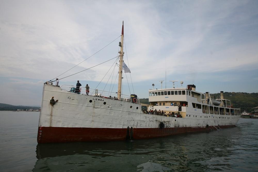 Mardi 19 mai, le MV Liemba entre dans le port de Kigoma, en Tanzanie, avec 600réfugiés burundais à son bord