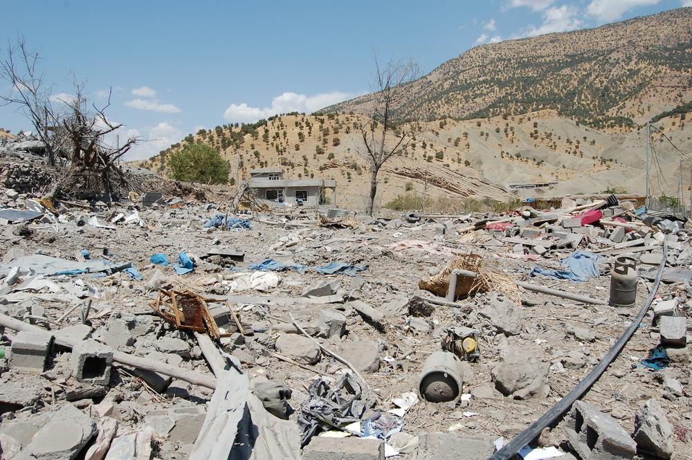 Selon des responsables locaux, au moins huit civils ont été tués par les frappes aériennes.