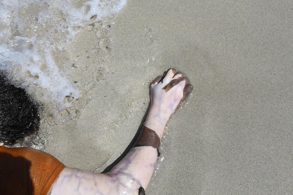 بعد ثلاثة أيام في المياه، تبدأ الجثث في التحلل