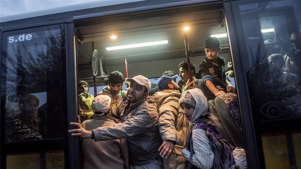 Refugees cram into a bus that will take them from an interim reception centre in Kanjiza, northern Serbia, to the Hungarian border about 10 miles away just before Hungary sealed off its border (András Hajdú/IRIN)