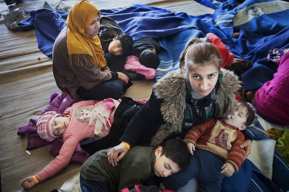 استجابة أم انتهاز الفرصة؟ أعلنت عدة منظمات إنسانية كبرىعن خطط لتوسيع نطاق استجابتها لأزمة اللاجئين في أوروبا أو إطلاقها أو الارتقاء بها.ولكن لماذا تحتاج أغنى قارات العالم إلى المساعدة منالمنظمات الإنسانية التي تعاني أصلاً من ضغوطات؟