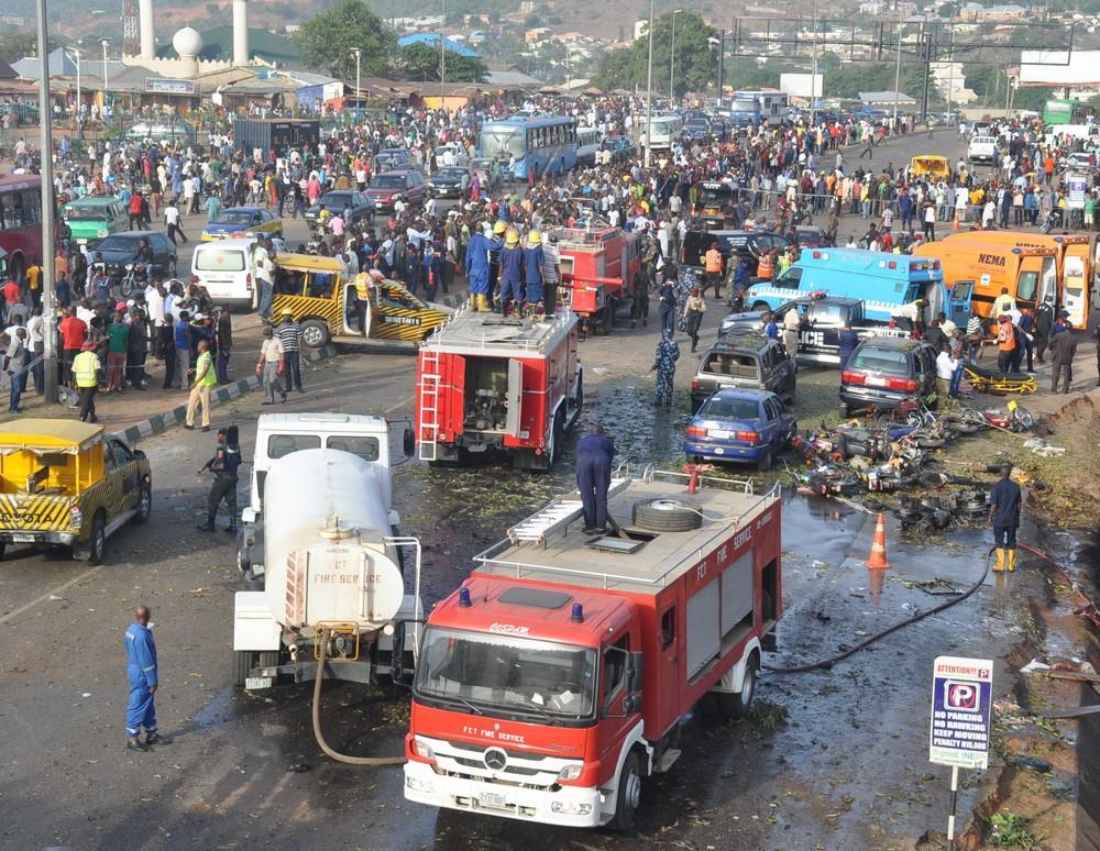 Après l'explosion : 75 personnes sont mortes dans un attentat à la voiture piégée perpétrée par Boko Haram dans l'enceinte de la gare routière d'Abuja en avril 2014 (Ikechukwu Ibe/IRIN)
