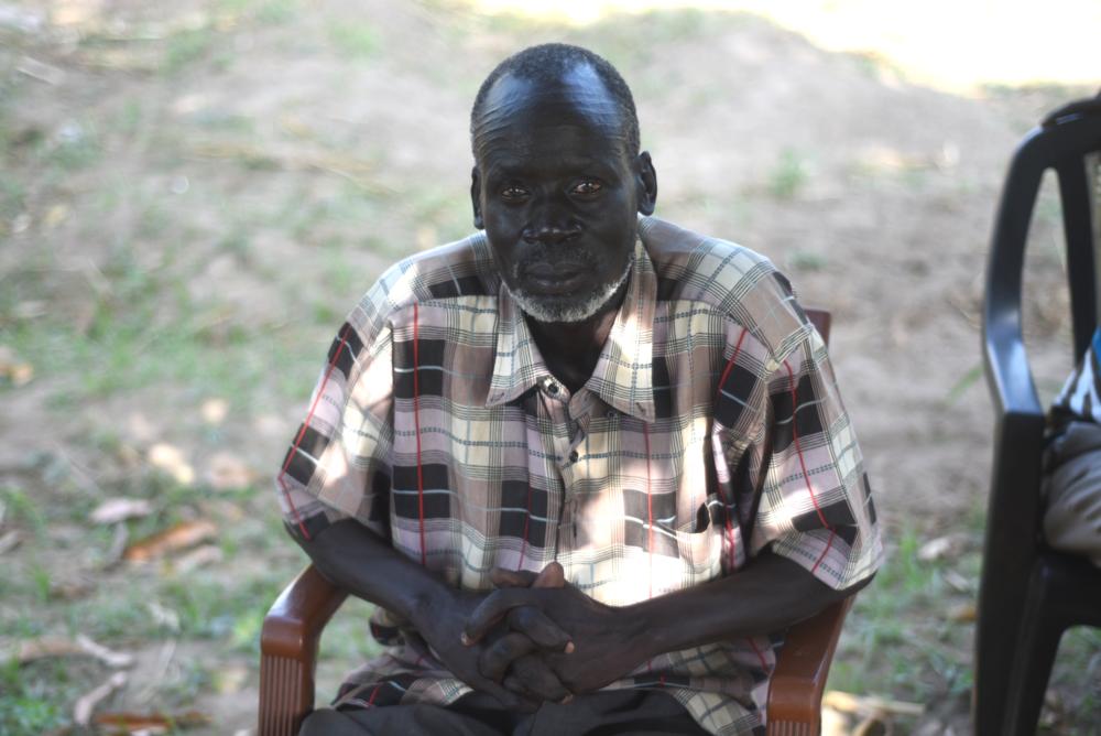 James Duok, pharmacien   « Vous, les Occidentaux, vous devriez vous intéresser davantage à ce qui se passe au Soudan du Sud. Vous pouvez placer la paix au premier rang des priorités. »