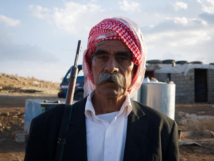يمتلك معظم الرجال على الجبل بنادق خشية قيام تنظيم الدولة الإسلامية بشن هجوم عليهم.
