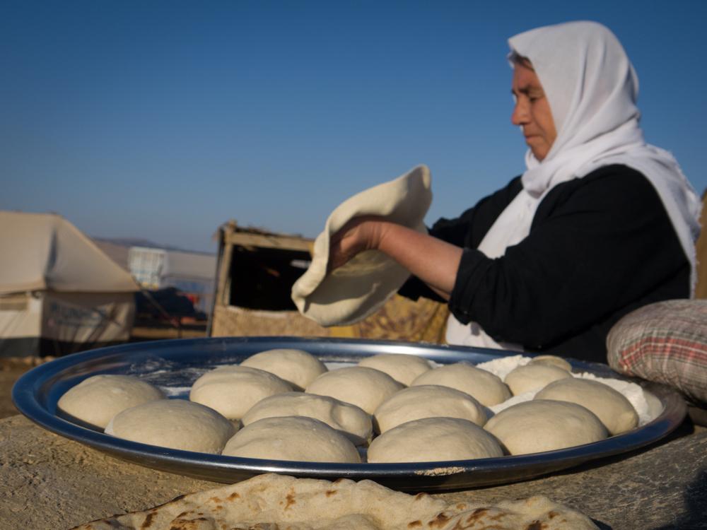 مطاحن الدقيق، التي حصلوا عليها كتبرعات، تمكن السكان المحليين من إنتاج الخبز الخاص بهم أثناء موسم الحصاد.