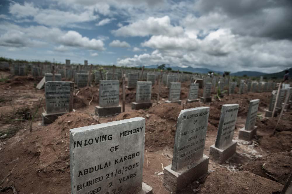توفي 3,955 شخصاً على الأقل خلال تفشي الإيبولا في سيراليون