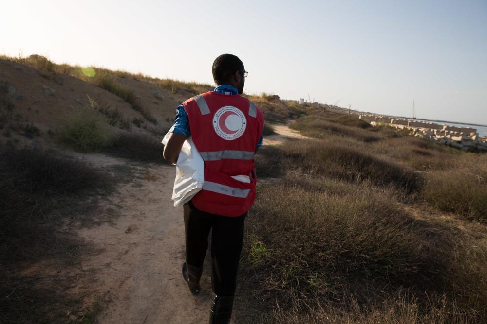 Les fournitures de base nécessaires à la gestion des corps, notamment les sacs mortuaires, viennent souvent à manquer (Mohamed Ben Khalifa/IRIN)