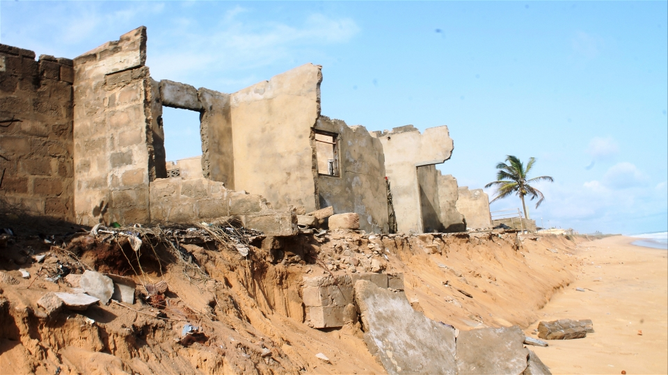 Rising sea levels are increasing eroding the coast of Togo in West Africa and destroying home and businesses (Daniel Addeh/IRIN)