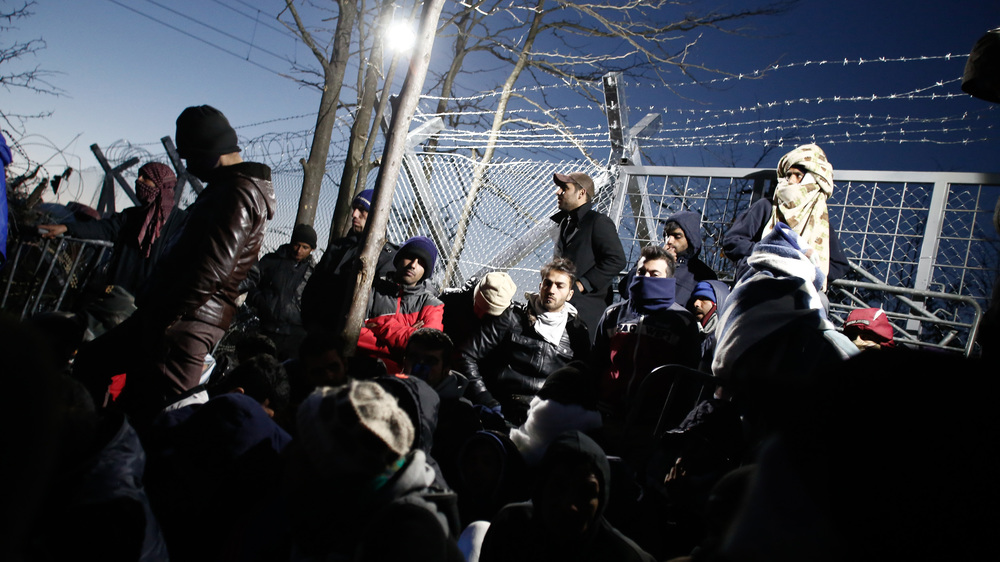 Iranian refugees blocking the border to prevent Syrians, Afghans and Iraqis from crossing
